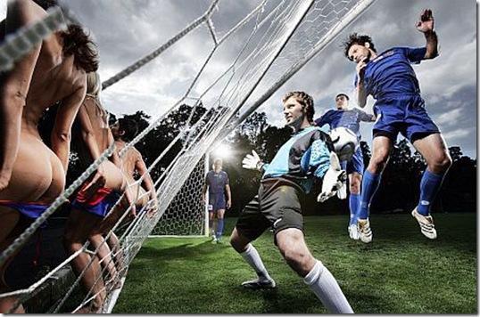фотографии обычных девушек брюнеток на поле футбола